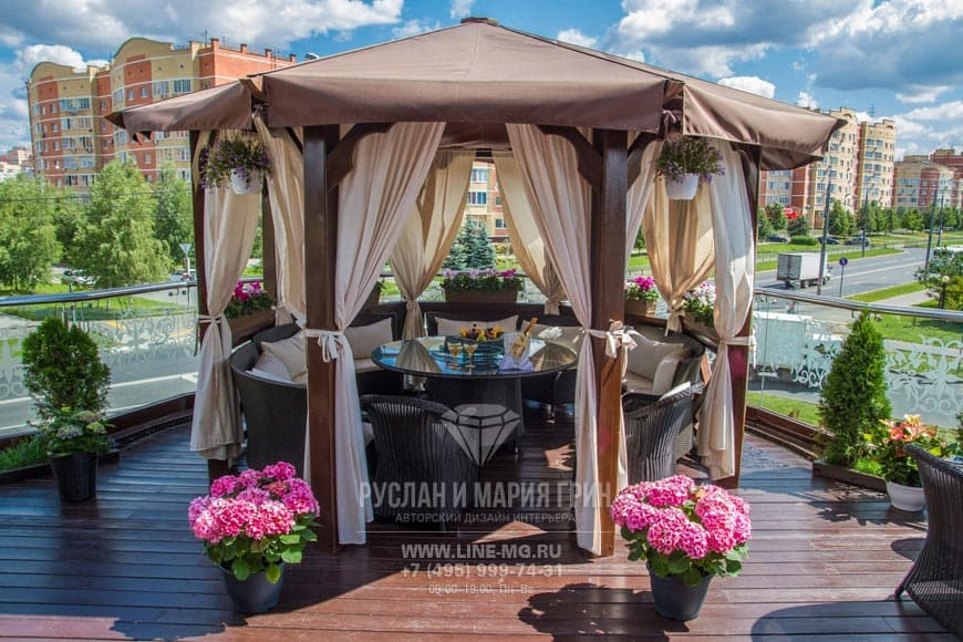 Беседка на веранде ресторанов Gianfranko и Стейк Хаус