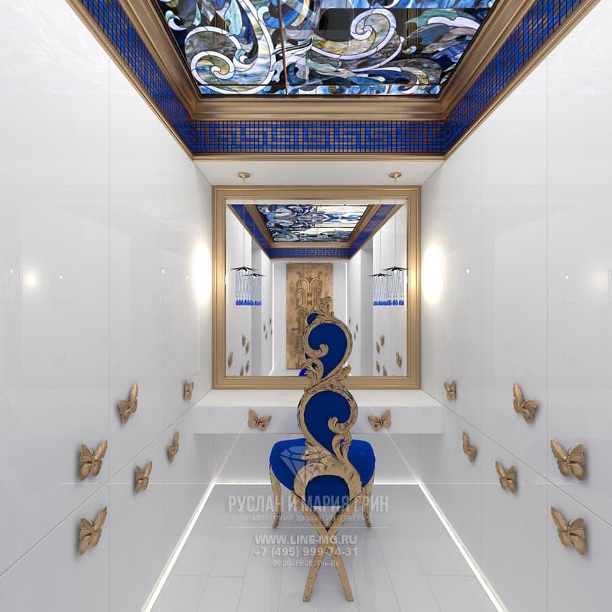 Сочетание синего и белого в интерьере гардеробной в стиле модерн