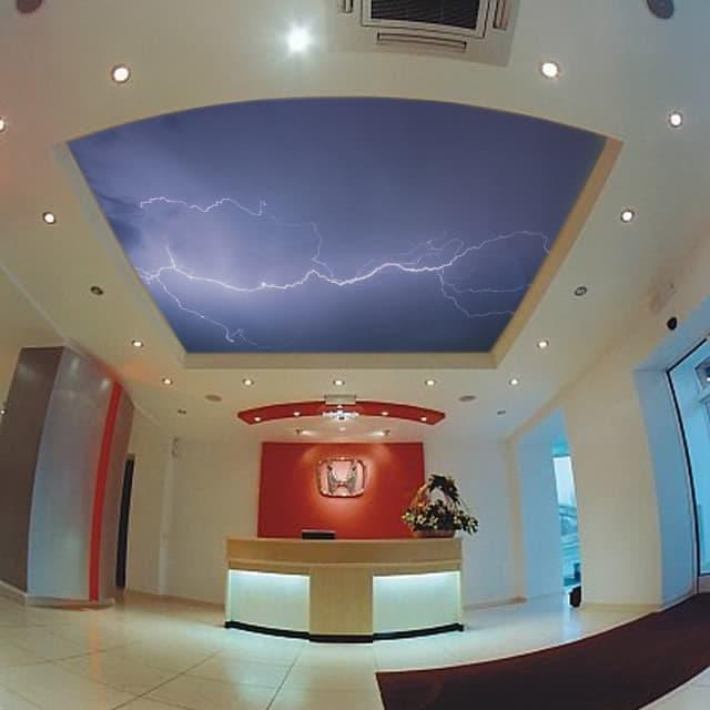 Дизайн зоны ресепшн с подвесным потолком