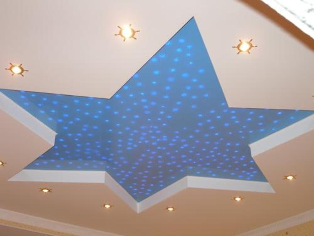 Дизайн подвесного потолка с вырезом в виде звезды