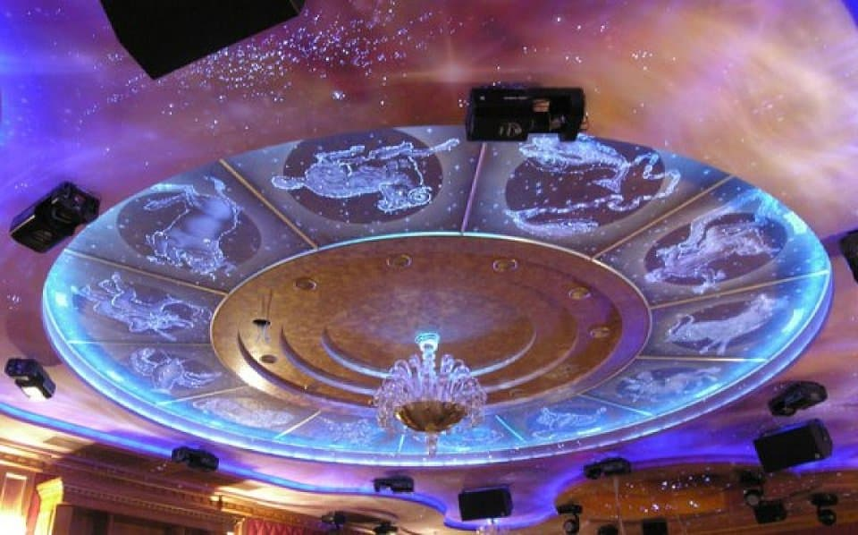 Дизайн потолка: звездное небо