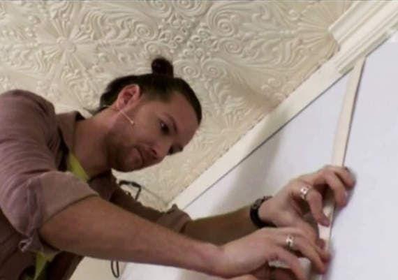 Руслан и Мария Грин показывают, как сделать стену с подсветкой своими руками.