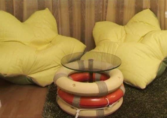 Дизайнеры Руслан и Мария Грин показывают необычный способ украсить столик при помощи спасательных кругов