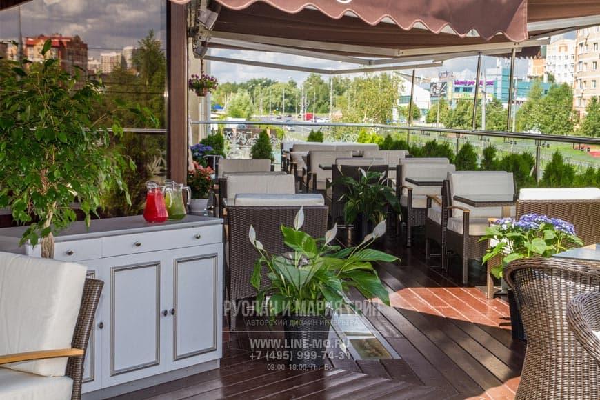Фото интерьера летней веранды ресторана в Москве после ремонта