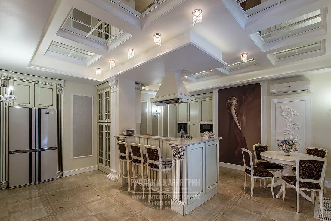 Интерьер кухни с зоной столовой в доме