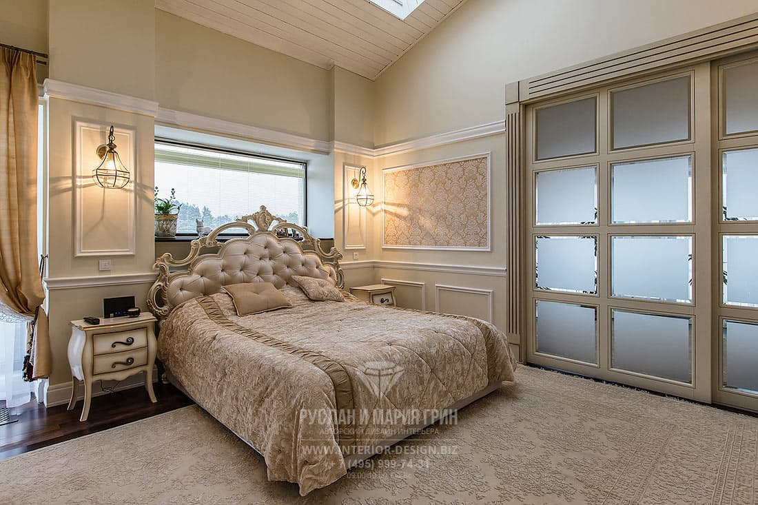 Красивый интерьер спальни в доме внутри