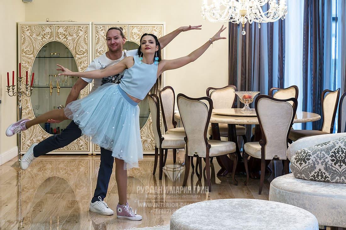 Дизайнеры Руслан и Мария Грин отмечают завершение ремонта дома по их проекту
