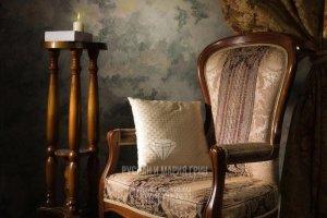 Винтажное кресло и декор в интерьере дома