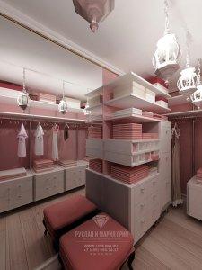 Интерьер гардеробной в розовых тонах