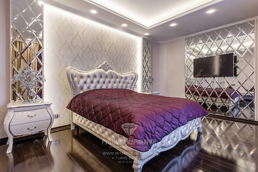 Дизайн спальни в стиле ар-деко с зеркальными стенами с фацетом