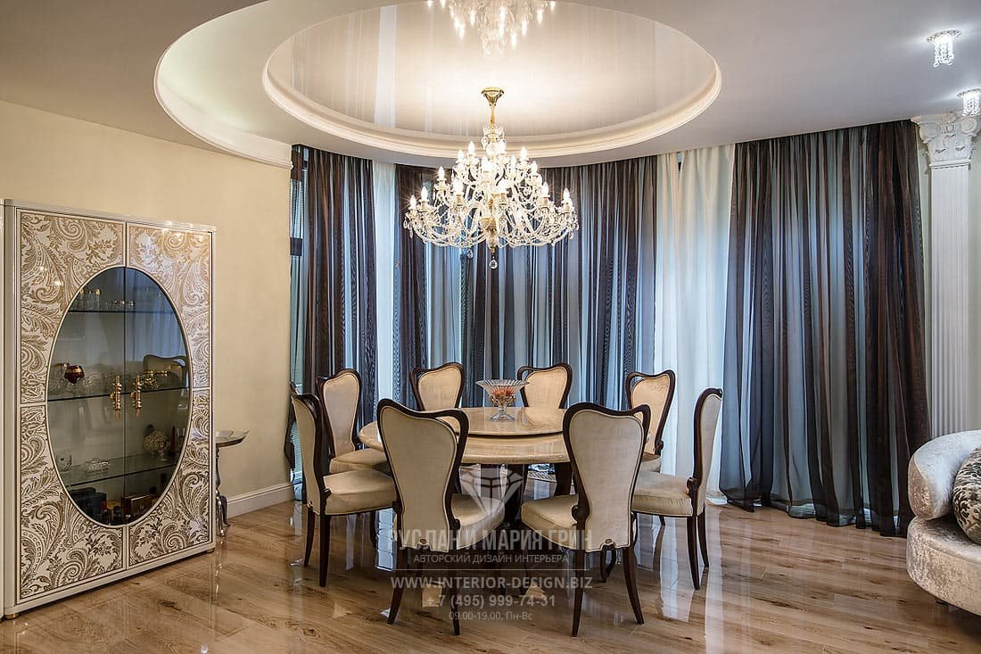 Ремонт в гостиной частного дома – столовая зона с натяжным потолком
