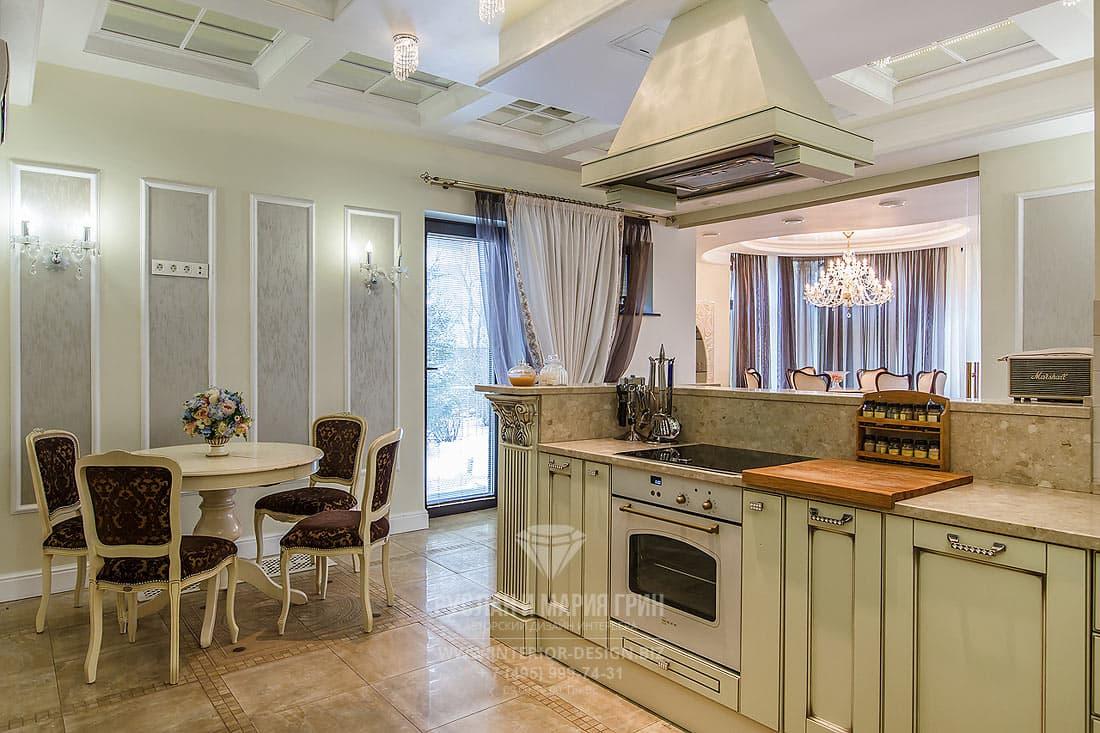 Реализованный дизайн-проект интерьера коттеджа в классическом стиле. Интерьер кухни-столовой