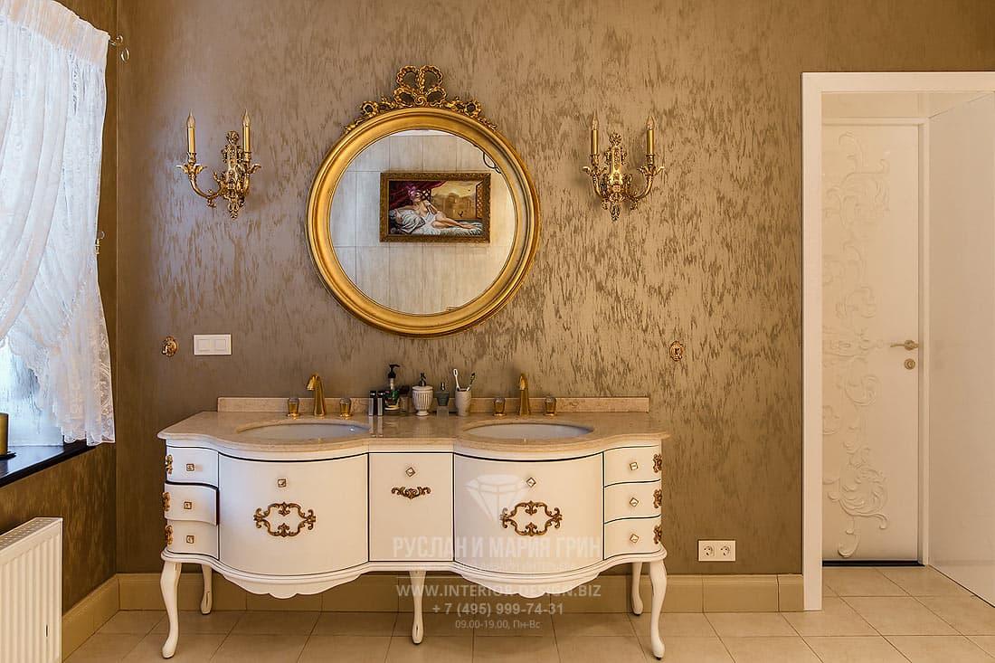 Интерьер ванной комнаты в коттедже