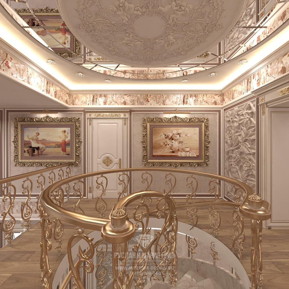 Дизайн бежевого лестничного холла в классическом стиле. Золотые перила