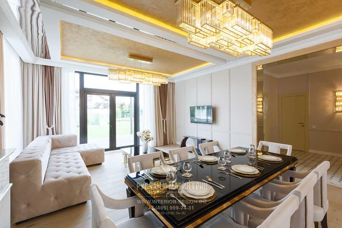 Интерьер гостиной-столовой дома в КП «Высокий берег»
