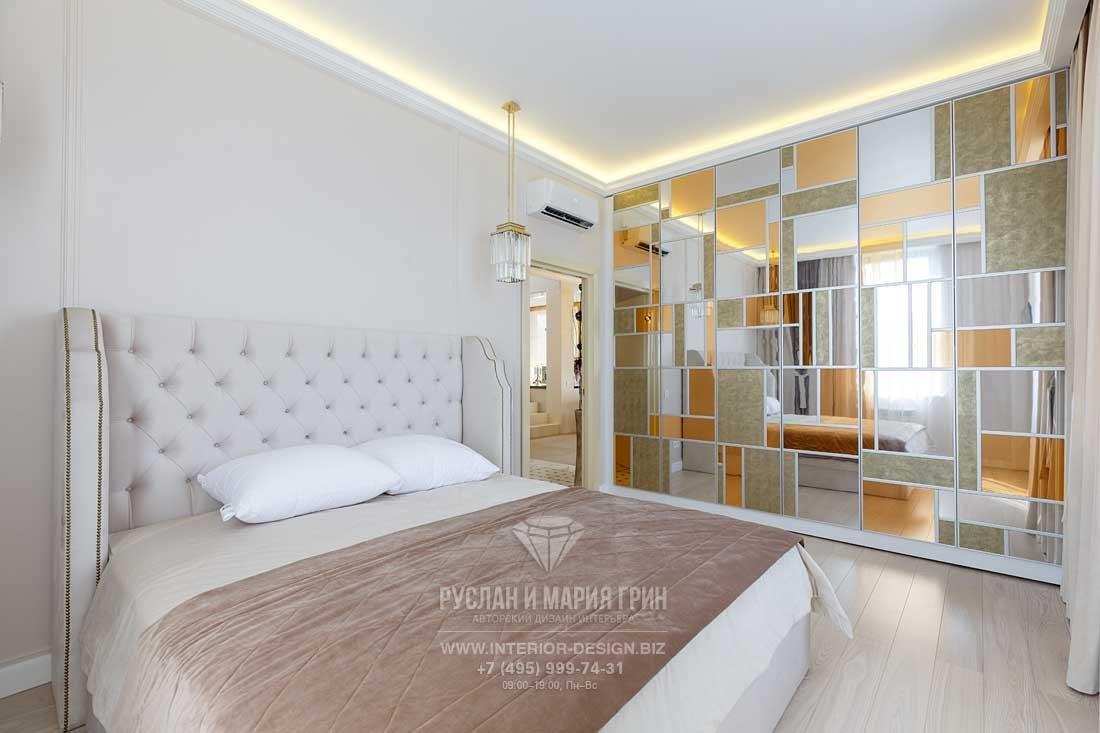 Ремонт спальни в стиле ар-деко с современным витражом