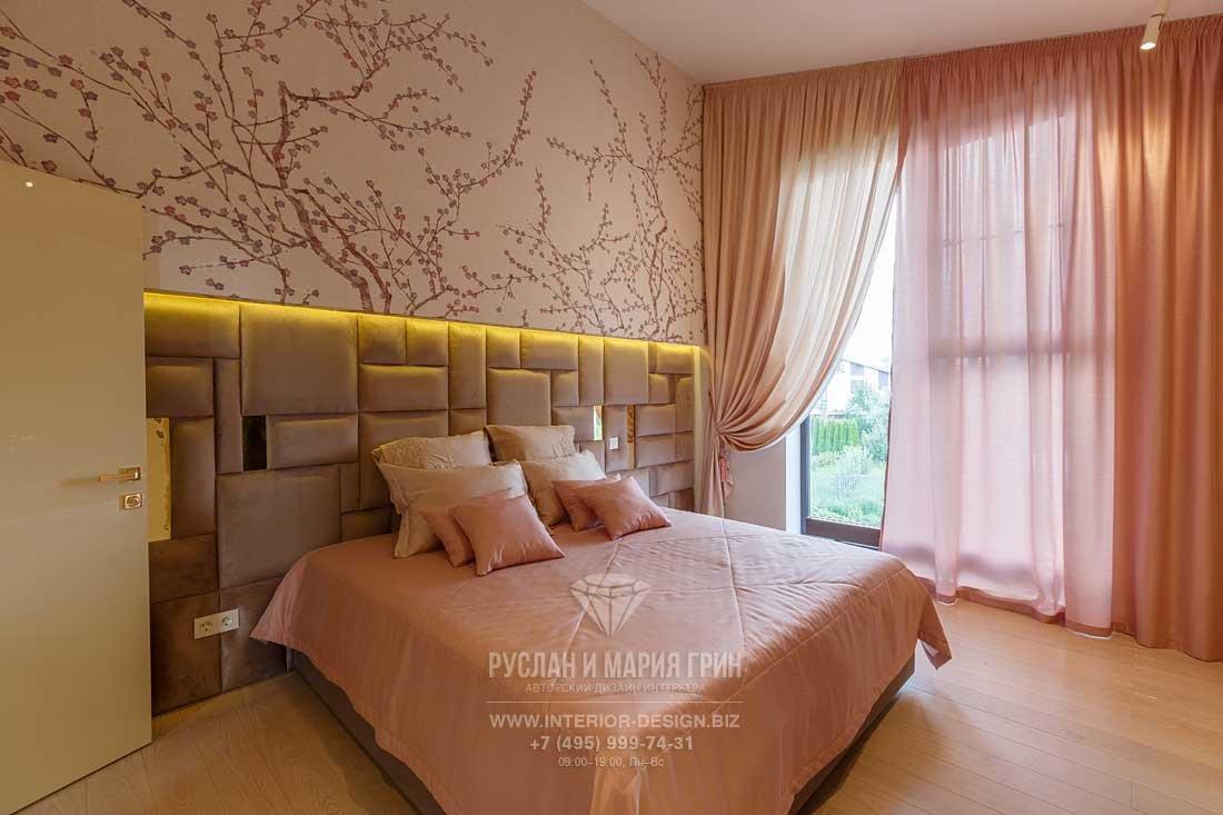 Дизайн розовой спальни в стиле арт-деко. Фото после ремонта
