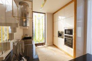 Интерьер кухни дома в стиле арт-деко. Фото после ремонта