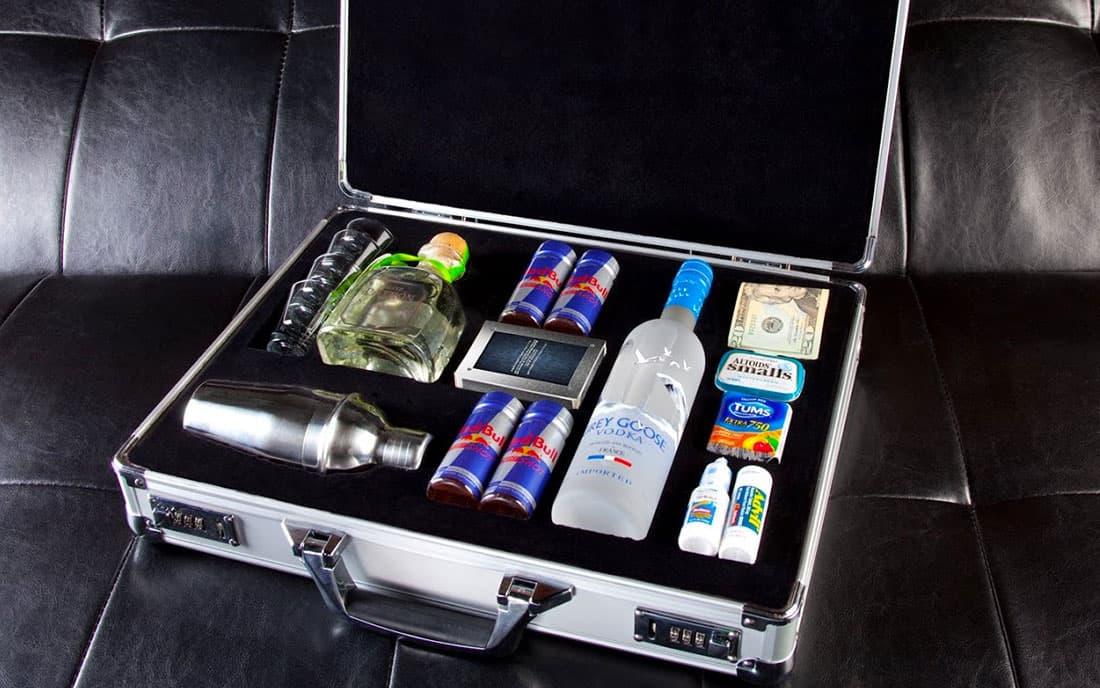 чемодан с сувенирной водкой
