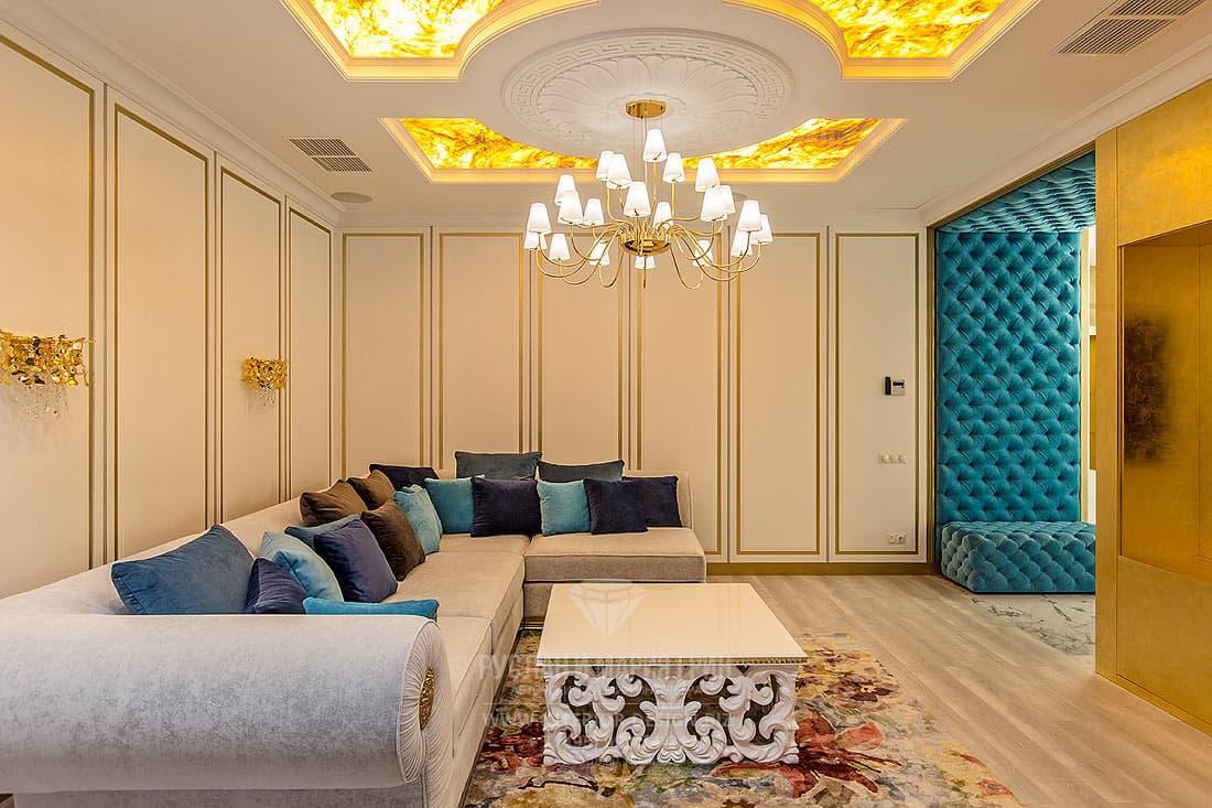 Ониксовый потолок в гостиной ар-деко