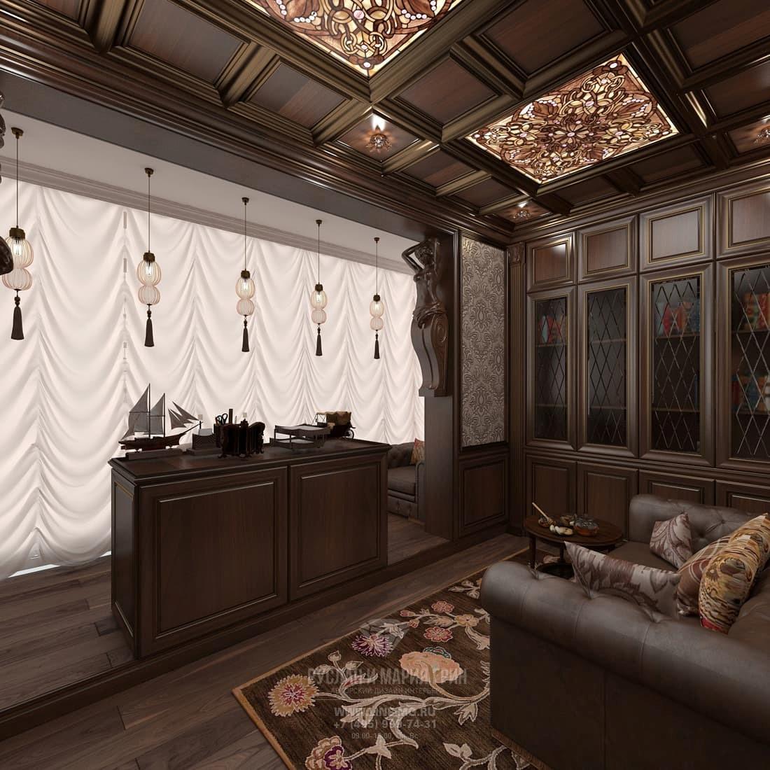 Интерьер кабинета в классическом стиле с отделкой из натурального дерева и кессонным потолком