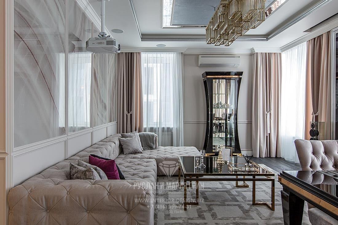Гостиная в стиле американская классика с панелями буазери и мраморным декором