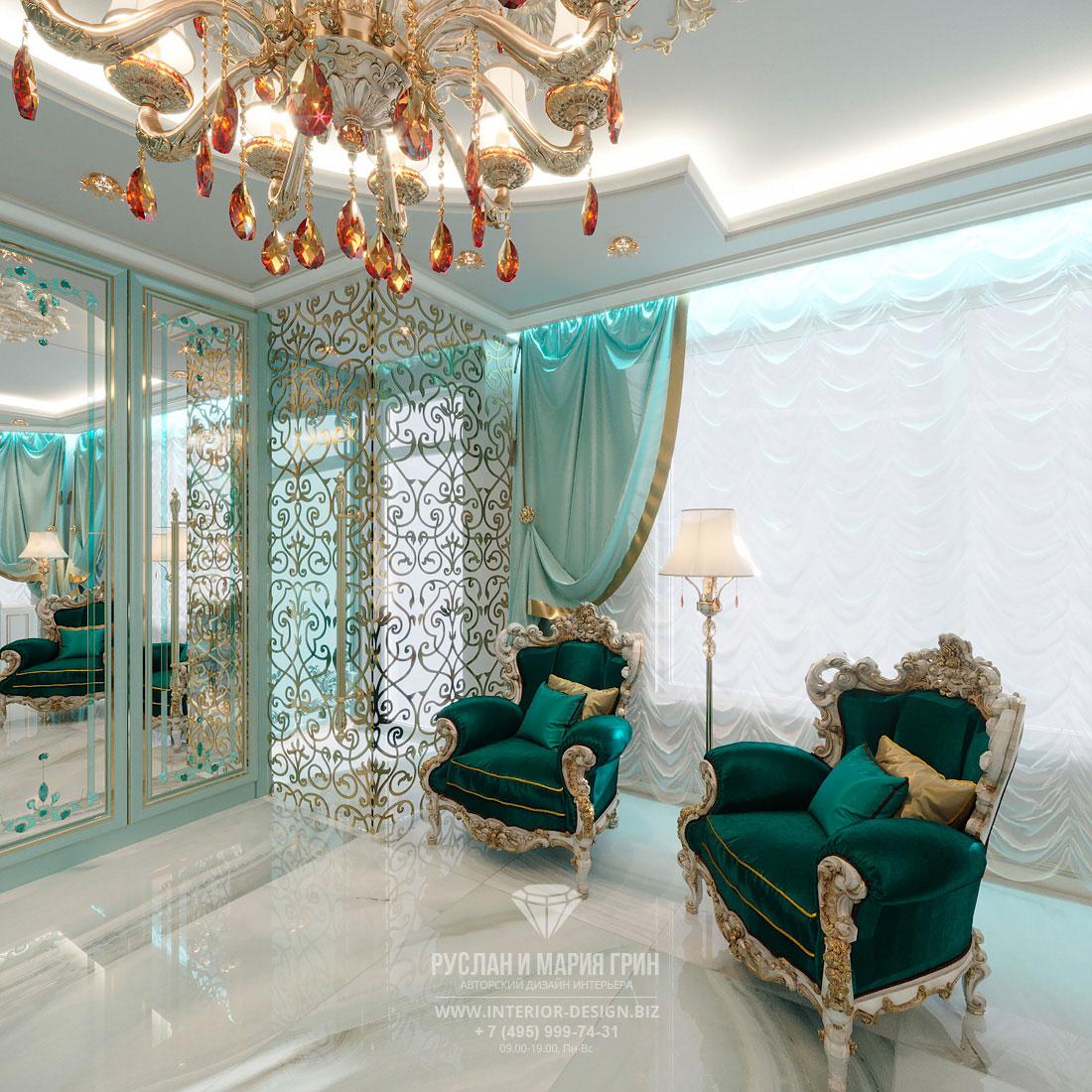 Роскошные кресла для клиенток в зоне ожидания салона красоты