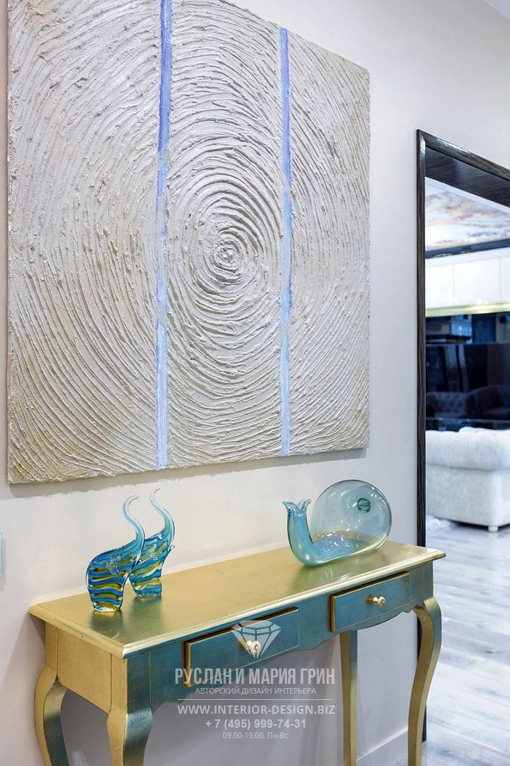 Дизайн интерьерных аксессуаров из цветного стекла