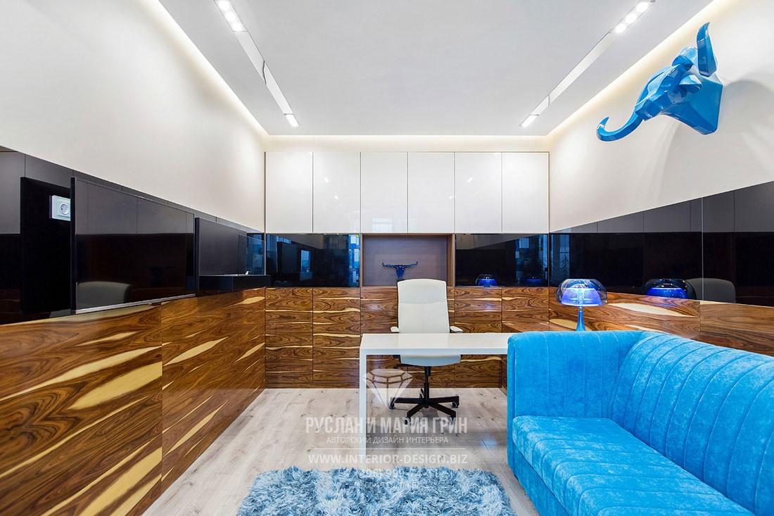 Дизайн современного кабинета с головой буйвола