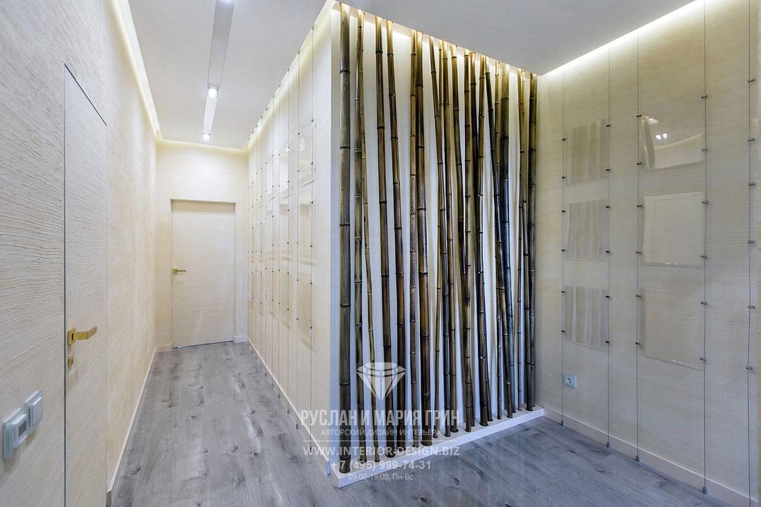 Дизайн ширмы из бамбука с подсветкой в дизайне коридора