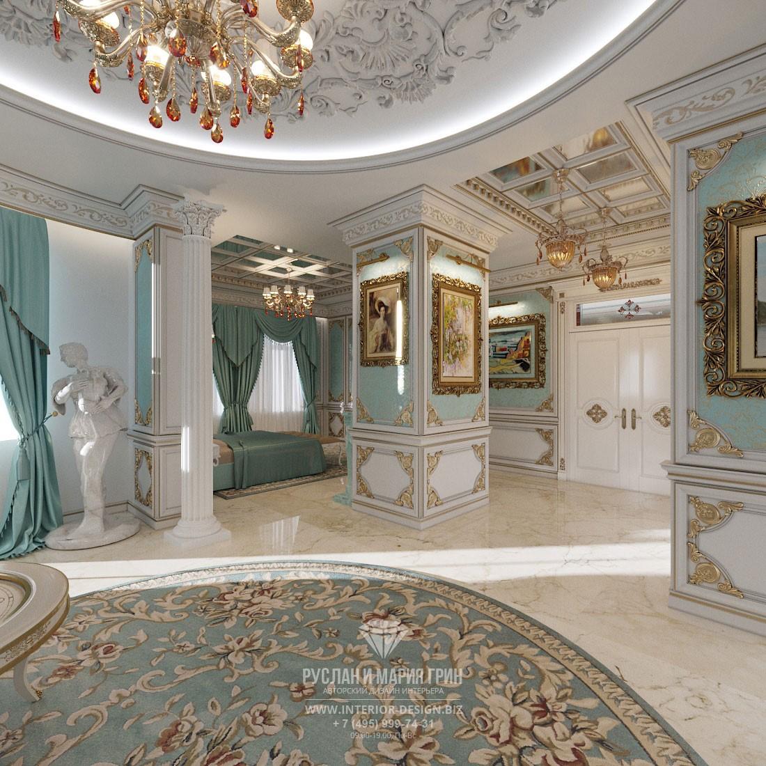 Интерьер элитного частного дома в классическом стиле – бирюзово-белая спальня