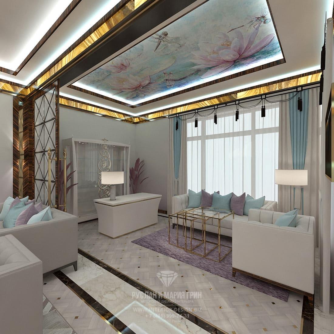 Дизайн гостиной в элитном коттедже с потолочной росписью