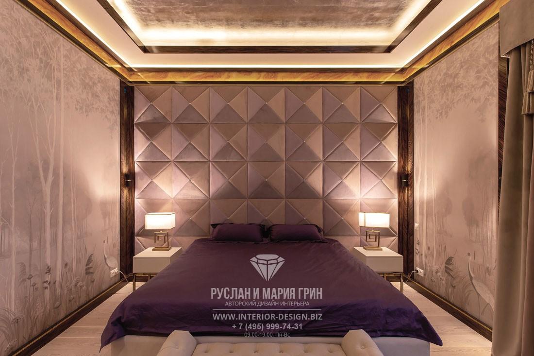 Интерьер спальни с мягким изголовьем в дизайне элитного дома