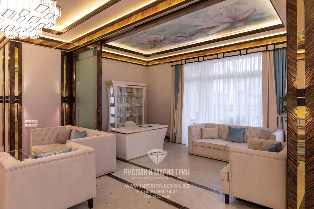 Дизайн кабинета с росписью на потолке