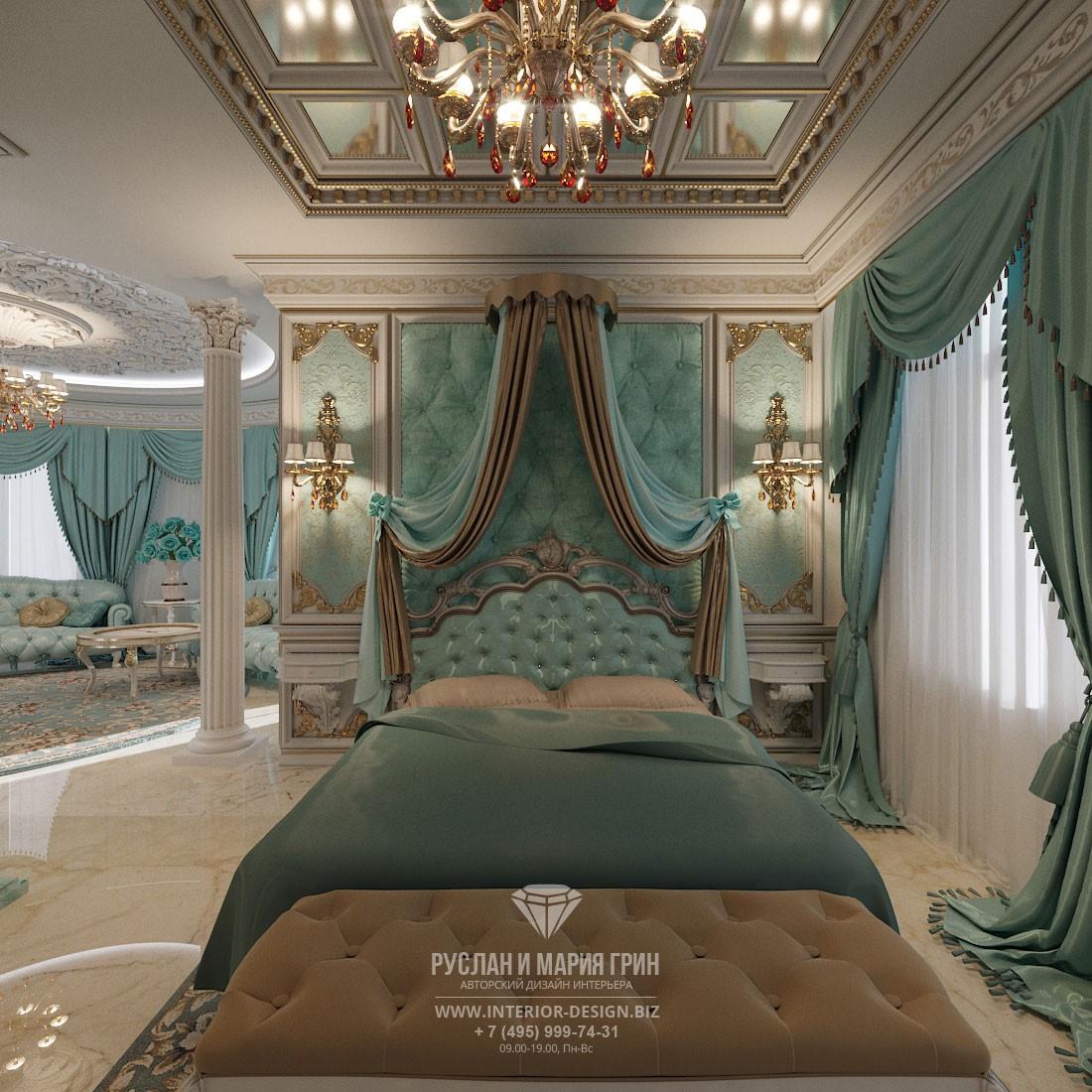 Дизайн бирюзовой спальни в классическом стиле с изящным балдахином
