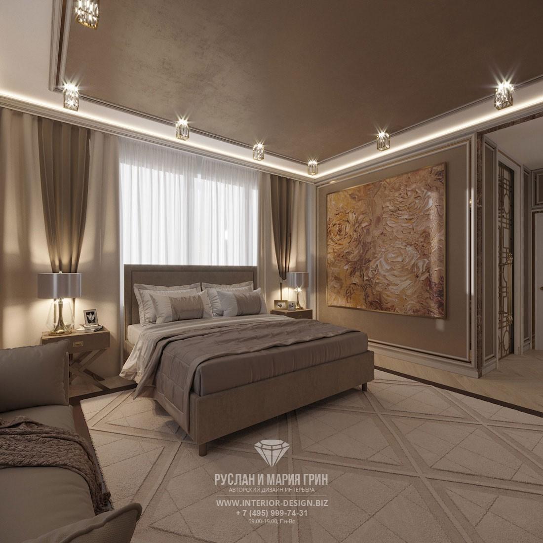 Дизайн лаконичной спальни в светлых тонах с большой картиной