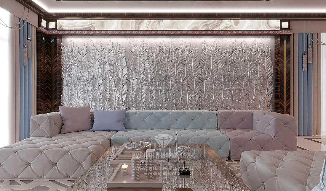 Интерьер гостиной в стиле арт-деко с декоративным панно