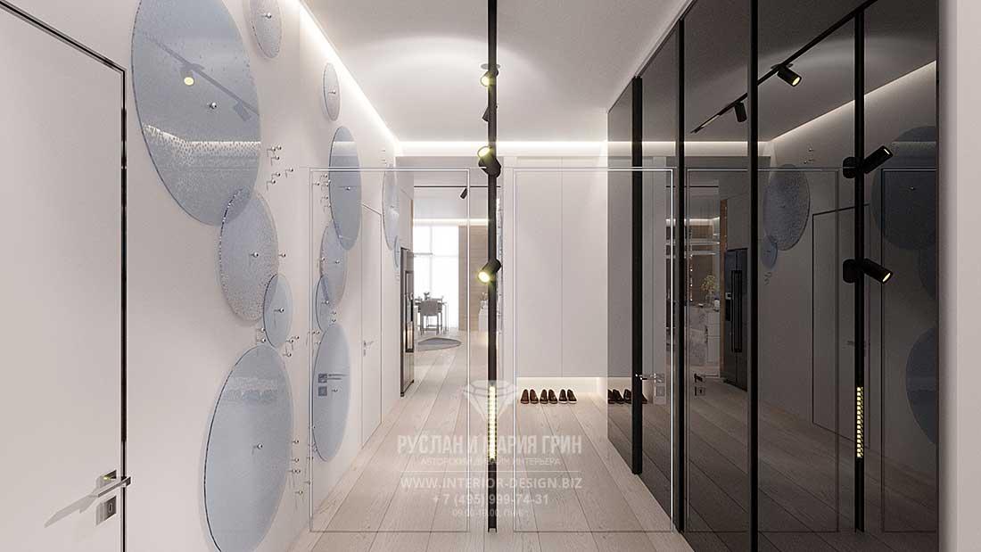 Современный интерьер коридора с большим зеркалом