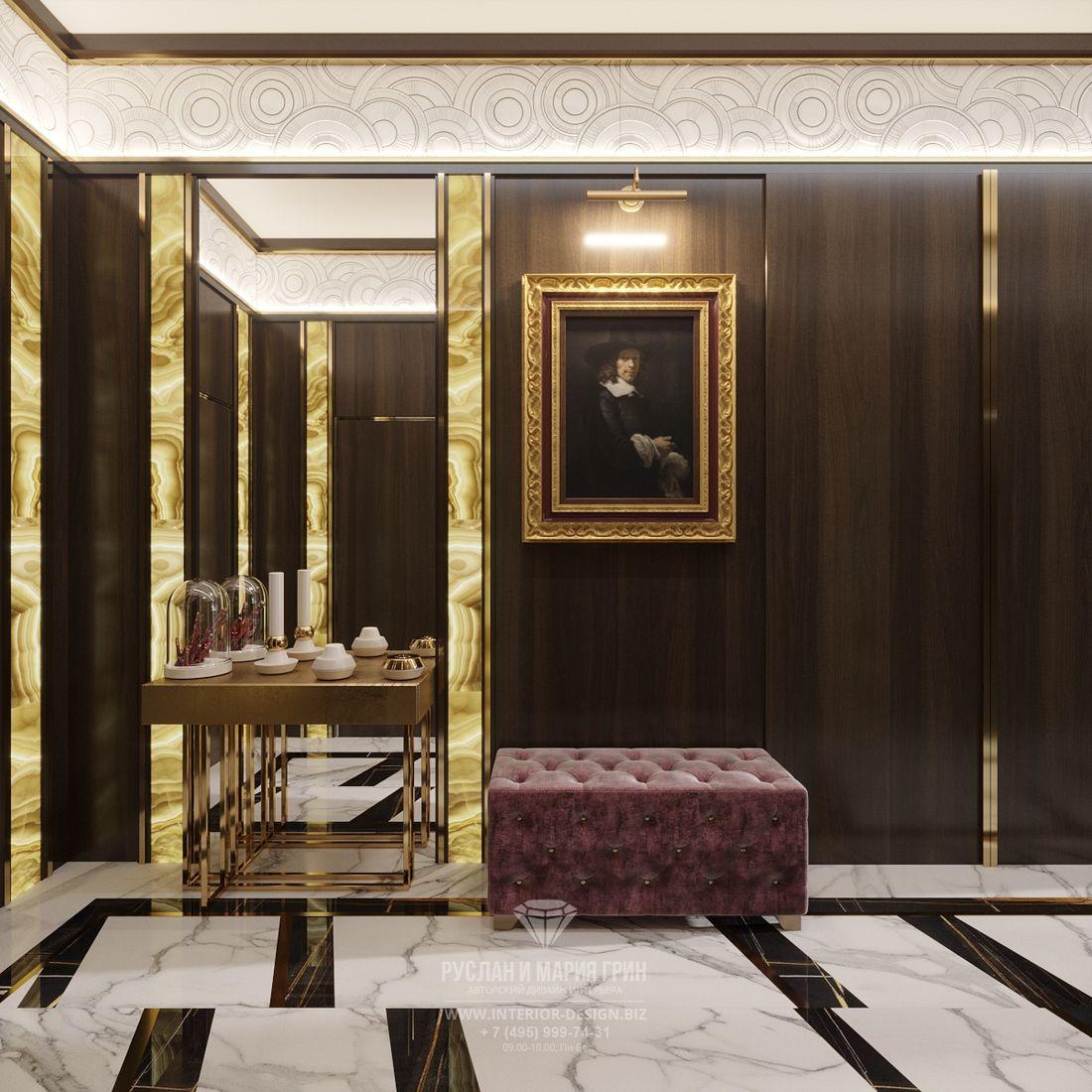 Дизайн двухуровневой квартиры – входная зона с большим зеркалом