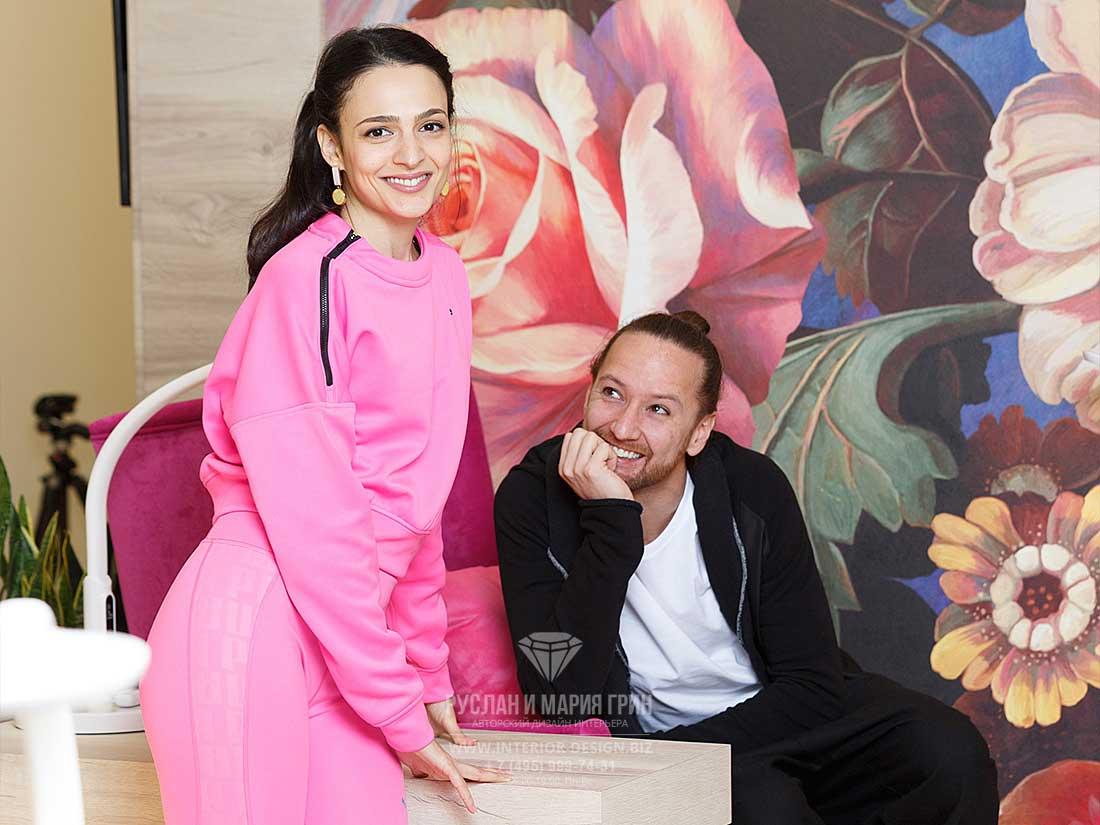 Дизайнеры Руслан и Мария Грин в интерьере реализованного проекта салона красоты